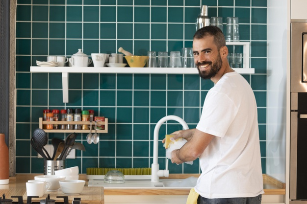 Como aumentar produtividade ao lavar louça em restaurantes e cozinhas industriais?